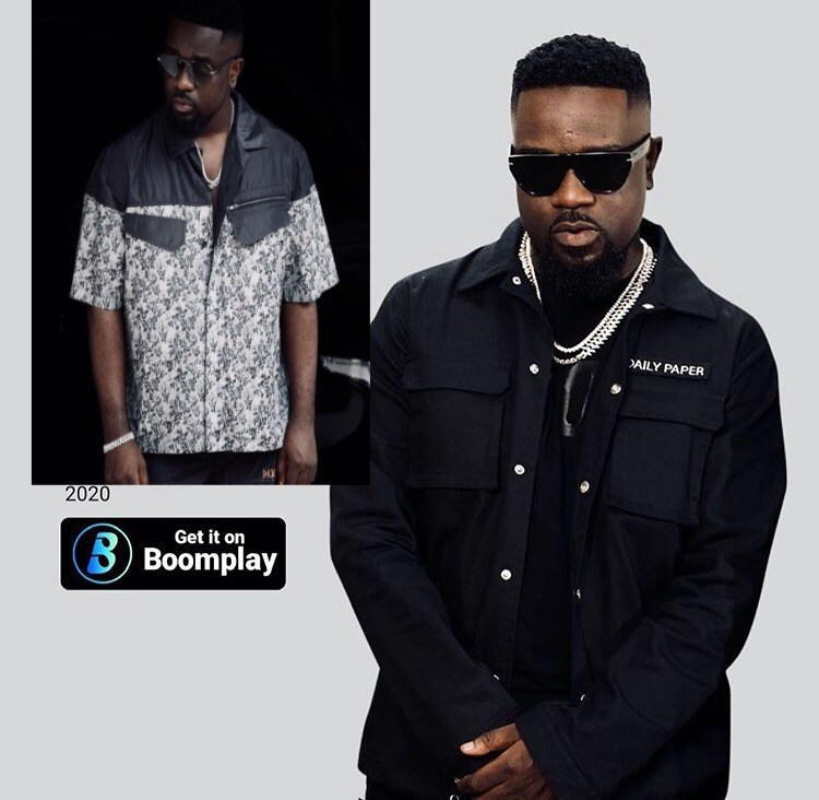 boomplay-celebrate-sarkodie-with-2-plaques-for-hitting-5-million-streams