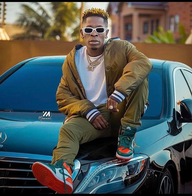 shatta-wale-steps-out-in-a-new-shardar